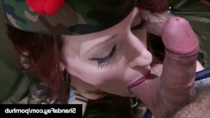 Красивая зрелая дама Shanda Fay пошла в армию и сразу устроила разврат