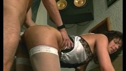 Молодая жена помогла мужу довести до оргазма зрелую любовницу