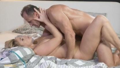 Зрелая дама Brittany Bardot вступила в горячий секс с возлюбленным